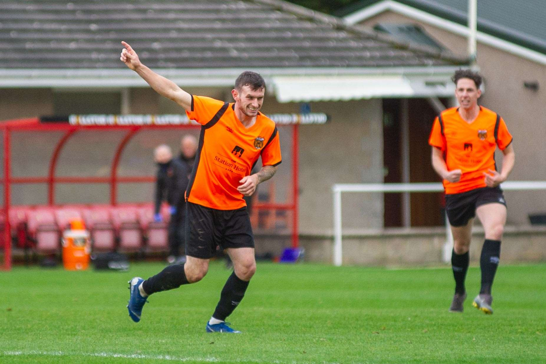 Ali Sutherland celebrates his equaliser...Picture: Daniel Forsyth..
