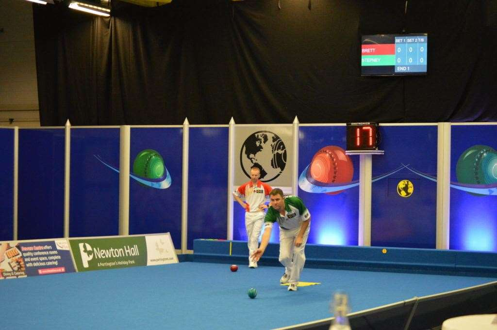 Mike Stepney in action against Nicky Brett. Photo: World Bowls Tour