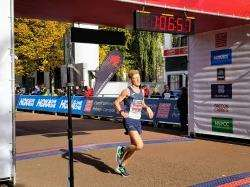 Kenny Wilson breaks his half marathon PB in Cardiff