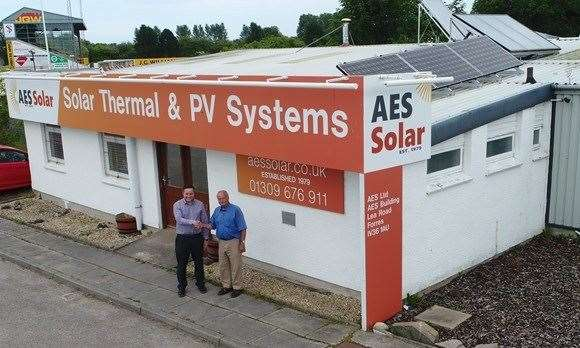 Scott McKnockiter of HIE (left), with George Goudsmit of AES Solar.